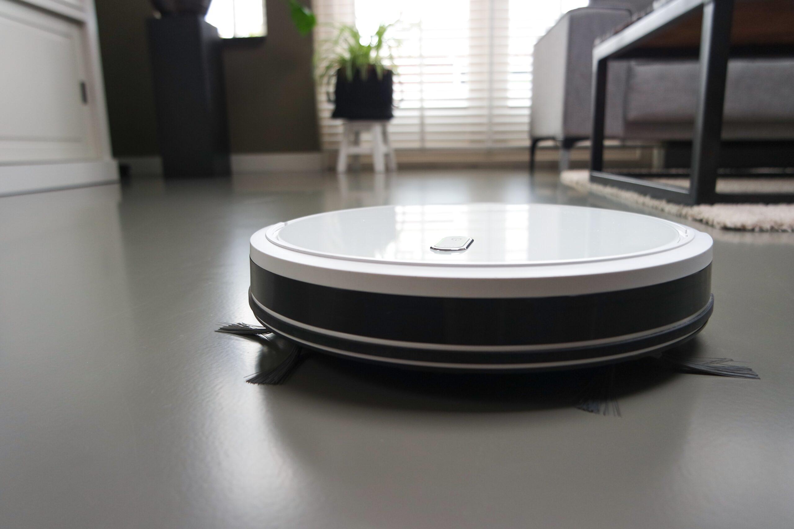 a white robot vacuum cleaner on the floor at home clean house concept everyday cleaning dusting t20 nLz7kP - Robot-Clean der biologische, universelle Duft Reiniger(Sandelholz) zum Mischen